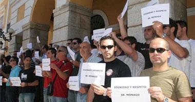Unos 60 policías locales de la ciudad exigen dignidad y respeto ante ls puertas del Ayuntamiento de Badajoz