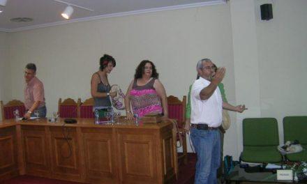 El pleno de Moraleja aprueba la dedicación exclusiva de la alcaldesa en una sesión que acabó accidentada