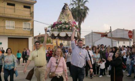 Cientos de personas acompañan a la Virgen de la Vega en su recorrido hasta Moraleja
