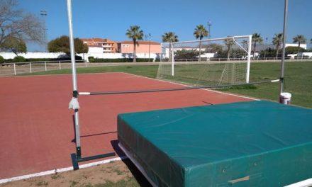 El Ayuntamiento de Moraleja dota la pista de atletismo de una zona para la práctica del salto de altura