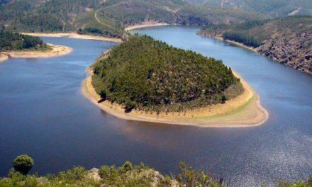 Extremadura se promociona como destino de cultura, agua y gastronomía en la Feria de Turismo de Guarda