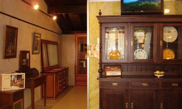 La oficina de turismo de Hervás prepara una nueva exposición de muebles del sector maderero