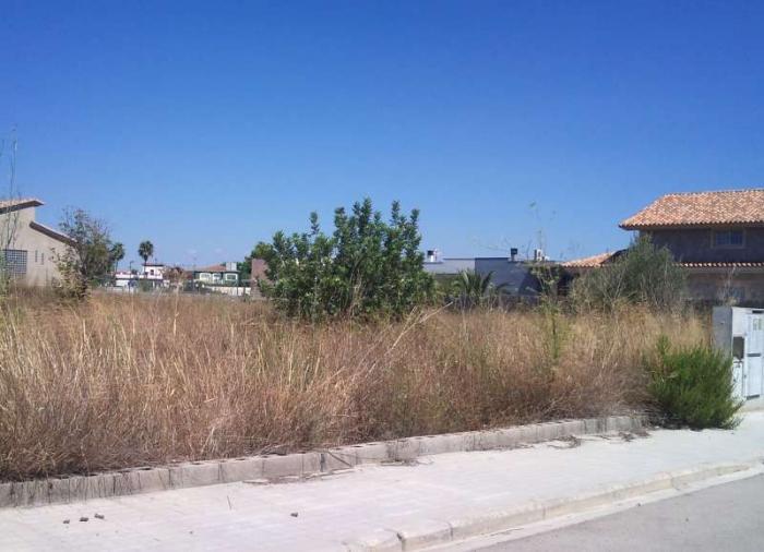 Los vecinos de Torrejoncilló deberán limpiar de maleza sus solares antes del día 1 de junio