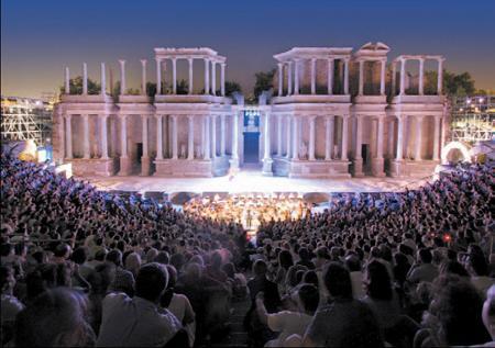 El Festival de Teatro de Mérida estudia realizar coproducciones con compañías canarias