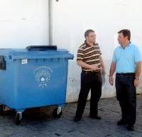 El Ayuntamiento de Almendralejo apuesta por el reciclaje de papel con 50 nuevos contenedores