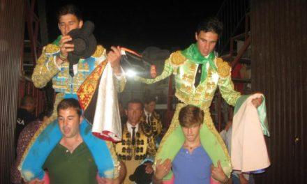 El novillero extremeño Alejandro Rivero triunfa en la novillada sin picadores de Moraleja con siete orejas