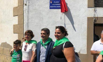 Moraleja rinde homenaje a Victorino Martín con la inauguración de la plaza que lleva su nombre