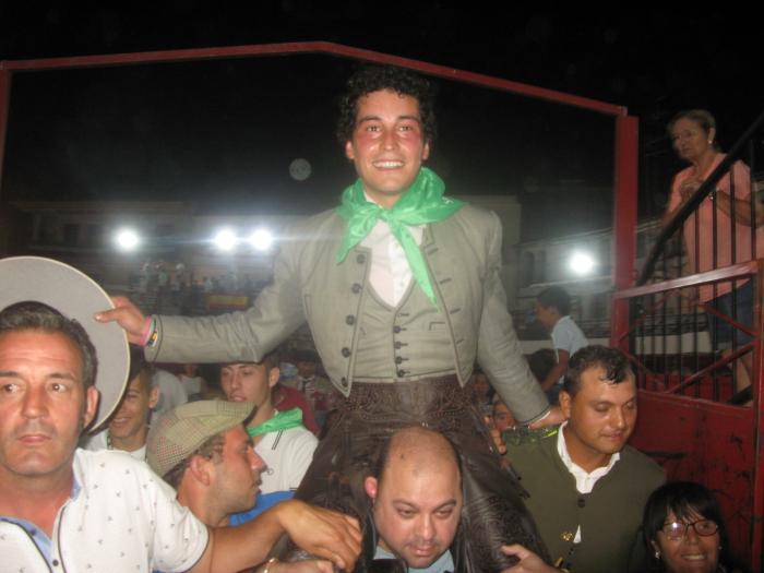 El rejoneador Mario Pérez Langa corta cuatro orejas y sale a hombros de la Plaza de Toros de Moraleja