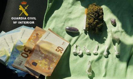 Detienen en la frontera con Portugal a un joven de Cilleros que portaba diferentes tipos de droga