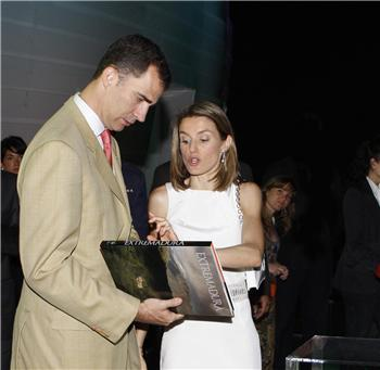 Los Principes de Asturias felicitan a los extremeños por su pabellón en Expo Zaragoza 2008