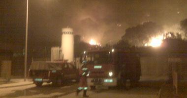 Un incendio forestal obliga a desalojar varias viviendas y amenaza el hospital de Navalmoral de la Mata