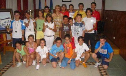 El Ayuntamiento de Aliseda entrega los trofeos y medallas a los participantes de las actividades deportivas