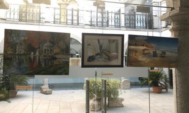 El pintor cauriense José Antonio Peña expone por primera vez sus obras en el Ayuntamiento de Coria