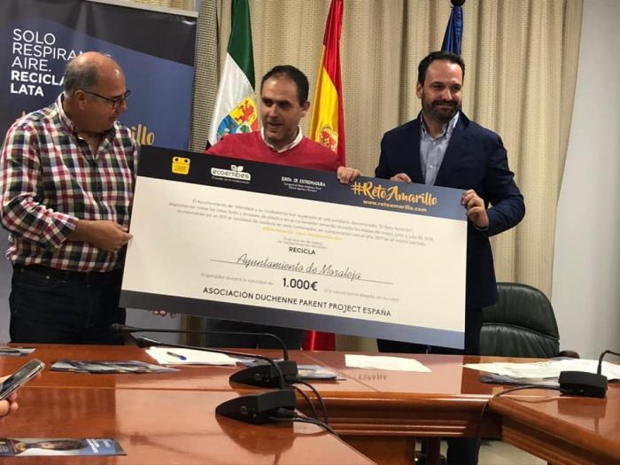 """Moraleja recibe el premio """"Reto Amarillo"""" y destina los 1.000 euros a la Asociación Duchenne Parent Project"""