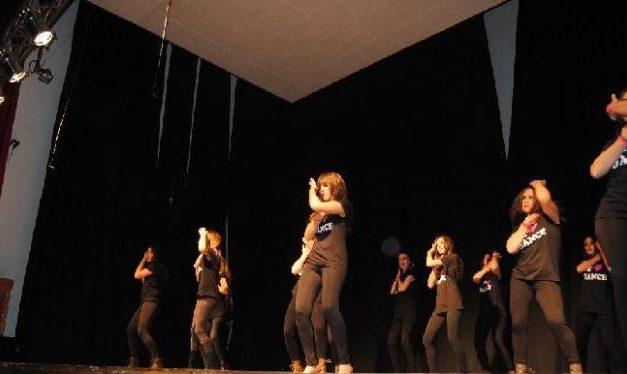 El Espacio Joven de Moraleja apuesta por la danza como actividad para mejorar la condición física y psíquica