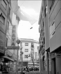 Retiran por seguridad los toldos de la obra del centro comercial de Almendralejo tras caer la cornisa