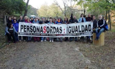 Monfragüe recibe la visita de más de 35 personas de Asociaciones de Sordos de Cáceres