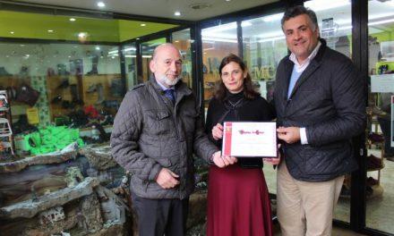 Una zapatería de Coria gana el Concurso de Escaparates Navideños organizado por ASECOC