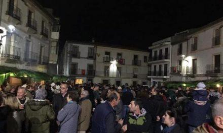 La Plaza de España de Coria reúne a numerosas personas con motivo del Belén Viviente
