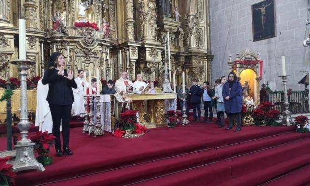 La Catedral de Coria acogió por primera vez la Misa de Navidad oficiada en lengua de signos