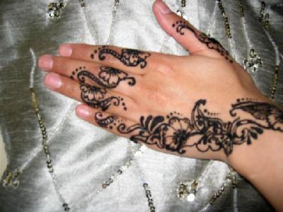 """Los tatuajes temporales con """"henna negra"""" pueden provocar cicatrices permanentes en la piel"""
