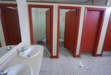 La Estación de Autobuses de Cáceres exige más policías para frenar sexo en los baños y la mendicidad