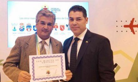San Martín de Trevejo recibe en FITUR la acreditación como uno de los Pueblos Más Bonitos de España
