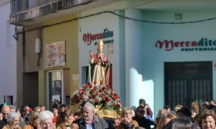 Numerosos moralejanos veneran a San Blas acompañándolo por las calles de Moraleja