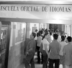 La escuela de idiomas de Cáceres abrirá 3 aulas más pero unos 600 alumnos seguirán sin entrar
