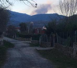 Movilizan medios aéreos y terrestres del Ministerio para trabajar en la extinción del incendio de La Garganta