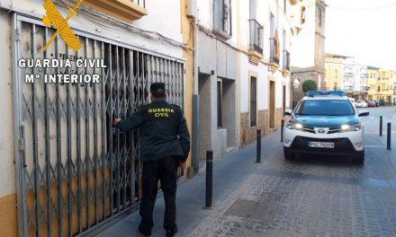 Detienen al hombre de 39 años que robó 600 euros en un céntrico estanco de Moraleja