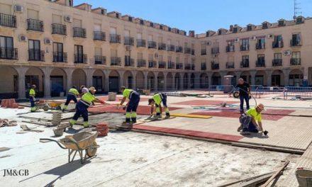 El Ayuntamiento de Coria continúa con las obras de impermeabilización y solado en la Plaza de Salamanca