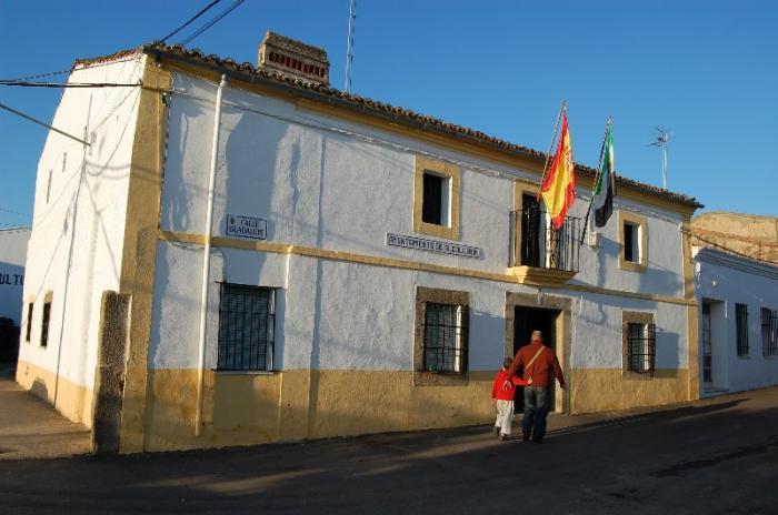 El Supremo rebaja la condena al exalcalde de Alcollarín, por un delito de detención ilegal