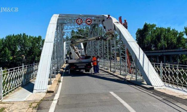 Ballestero anuncia el inicio de las obras de iluminación artística del Puente de Hierro de Coria