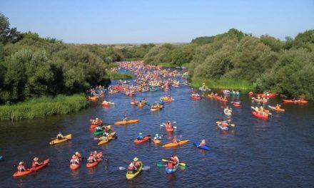 """Ballestero anuncia que las especies invasoras del río """"ponen en riesgo"""" el triatlón y el descenso del Alagón"""