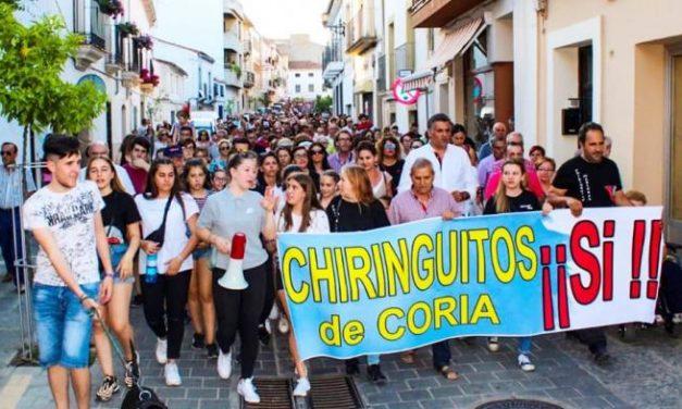 Cientos de personas se movilizan a favor de los chiringuitos ante la negativa de apertura por parte de CHT