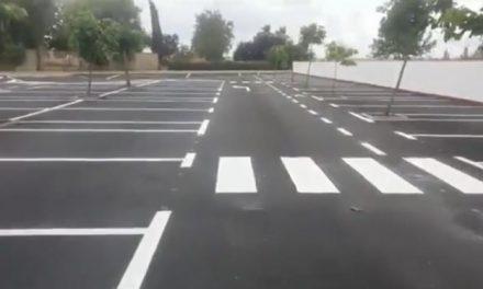 El Ayuntamiento de Moraleja finaliza el asfaltado del aparcamiento de la Piscina Municipal