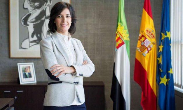 La exalcaldesa de Zarza la Mayor, Esther Gutiérrez, continúa en el Gobierno de Fernández Vara