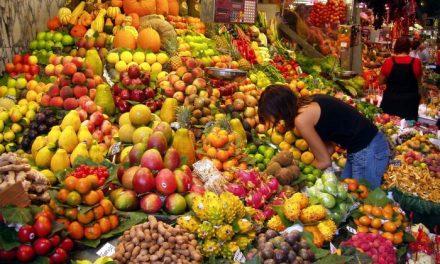 """UPA-UCE Extremadura reclama al Ministerio de Agricultura una regulación """"firme"""" para la fruta de hueso"""