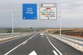 """La concejala de Empleo y Desarrollo Local de Moraleja destaca que  """"la autovía es estratégica para el comercio"""""""