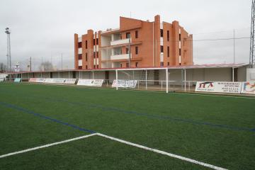 El campo de fútbol de Moraleja tendrá nuevo césped artificial antes de que concluya el año