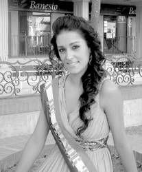 María Dolores Lagar es elegida reina de las fiestas patronales de la barriada de San Roque en Almendralejo