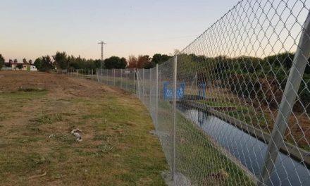 El Ayuntamiento de Moraleja realiza trabajos de vallado y limpieza para dar una mejor imagen de la localidad