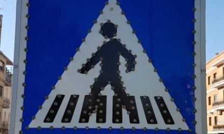 La ciudad de Coria ya cuenta con señales luminosas en tres pasos de peatones de la avenida principal