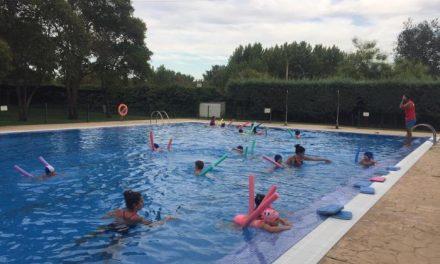 Más de 400 alumnos participan en los cursos de natación de Coria, Puebla de Argeme y Rincón del Obispo