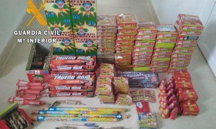 Detenido en Mirabel un varón que transportaba más de 160 artículos piroténicos, prendas falsificadas y armas