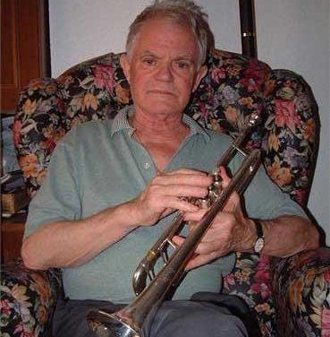 Cientos de personas despiden al músico y trompetista Félix Bote en Almendralejo