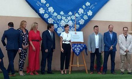 Multitudinaria acogida a la Reina Letizia en la inauguración del curso escolar en Torrejoncillo