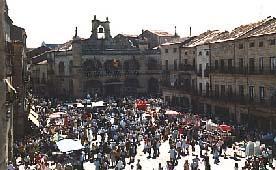 La ambientación medieval cobra protagonismo en el Martes Mayor de ciudad cacereña de Plasencia