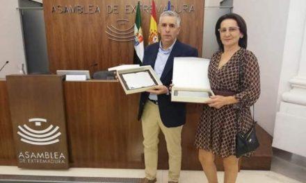Una moralejana recibe un homenaje en la Asamblea de Extremadura por ser una donante de sangre destacada